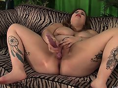 Fatty latina gives her guy a nice sloppy blowjob before she